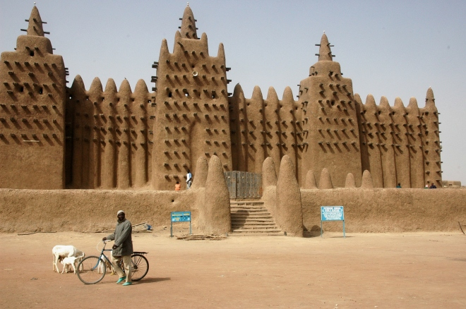 The Great Mosque of Djenne, Mali, Africa. Made of mud brick the building is a World Heritage Site. Source: wikipedia. com (photo by Ruud Zwart)
